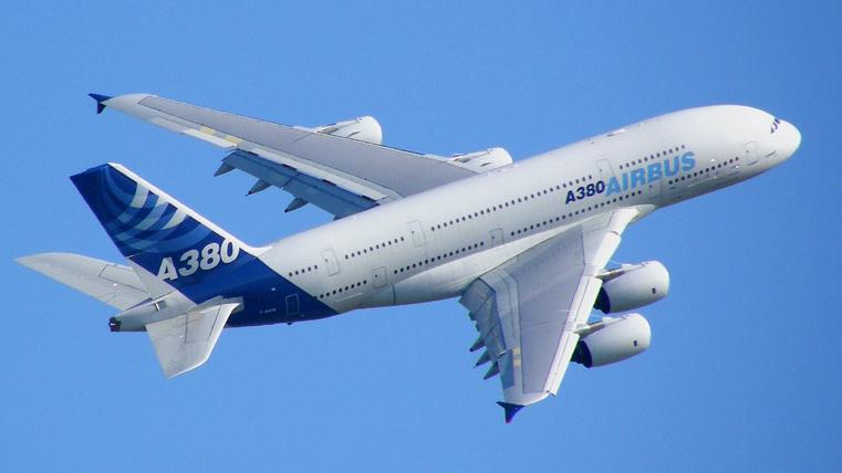 http://kunstlercast.com/images/Airbus_A380_blue_sky.jpg